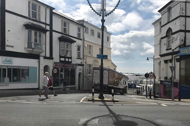 Crossing the High Street, Sandown