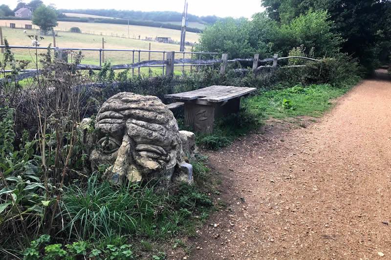 Troll bench near Shide